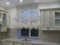 Французская штора со стеклярусом для кухни
