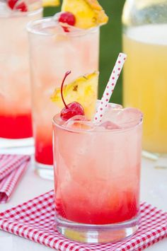 Cherry Pineapple Lemonade - Recipes Instant This easy cherry pineapple lemonade is quick to throw together and makes a lively, colorful, sweet/tart drink for any summer occasion! Party Drinks, Cocktail Drinks, Fun Drinks, Yummy Drinks, Healthy Drinks, Cocktail Shaker, Summer Cocktails, Healthy Lemonade, Fruit Party