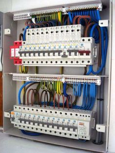 History, Discovery and Electricity Terminology Electrical Panel Wiring, Electrical Circuit Diagram, Electrical Plan, Electrical Projects, Electrical Installation, Electrical Engineering, Diy Electronics, Electronics Projects, Distribution Board