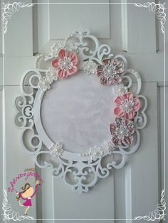 How to use picture frames in interior Design? New Baby Crafts, Diy And Crafts, Arts And Crafts, Glitter Letters, Shabby Chic Crafts, Decoupage Vintage, Baby Shower Signs, Nursery Room Decor, Button Art