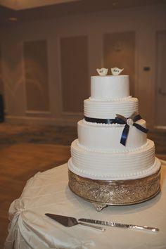 Four tier round style wedding cake // Jordanne + Ryan Photography