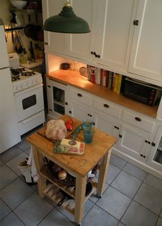 small movable island for the kitchen - good idea!