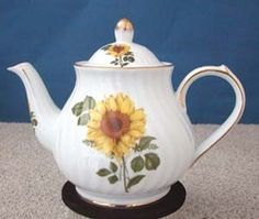 This 6 cup teapot is crafted from fine porcelain and features a beautiful sunflower on a white background.  This pattern is available in other shapes. Matching Accessories available  Capacity 6 cups