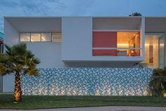 Residência LB - Carlos Bratke : Casas minimalistas por Joana França