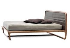 Vincenzo De Cotiis Buonanotte Valentina Leather Bed - Bed made in solid american walnut, low curved headboard upholstered in leather. Cama Tatami, Sofa Furniture, Furniture Design, Vincenzo De Cotiis, Storage Bed Queen, India Home Decor, Canopy Bed Frame, Bed Photos, Leather Bed