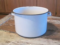 Large Vintage Enamel Ware Cooking Pot by pamsantiques on Etsy, $22.00