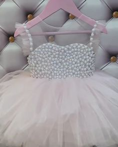 And this cute little dress looks both simple and elegant at the same time 😍👌 - Source by danniczekanski - Baby Girl Dresses Diy, Baby Girl Frocks, Baby Wedding Outfit Girl, Simple Flower Girl Dresses, Tutus For Girls, 1st Birthday Girl Dress, Baby Gown, Baby Tulle Dress, Baby Frocks Designs