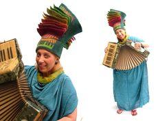 Vision gevoeld door JUDIT POCS (Hongarije) - how crazy is this hat! Funny Hats, Crazy Hats, Felt Hat, Hat Making, Dress P, Wearable Art, Hair Clips, Headbands, Fairy Tales