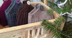 Lommetøfler under treet. Burlap, Reusable Tote Bags, Baking, Knitting, Hessian Fabric, Tricot, Bakken, Cast On Knitting, Bread
