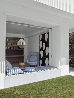 Madeleine Blanchfield Architects cater to their creative clients by incorporating a love of art into the design of the Clovelly House in Sydney. Architecture Artists, Interior Architecture, Interior Design, Turbulence Deco, Suburban House, 1950s House, Attic House, Sustainable Design, Home Office Decor