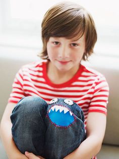 #Green solution: Instead of replacing your kid's torn jeans, patch them up with an awesome monster face! http://www.parents.com/fun/arts-crafts/monster-patch-for-jeans/?socsrc=pmmpin130403cMonsterPatch