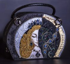Vintage Bags The most amazing beaded bags of Russian artists - We collected for you the most amazing beaded bags of Russian artists made in 2017 that Beaded Purses, Beaded Bags, Beaded Jewelry, Unique Handbags, Unique Purses, Lv Handbags, Vintage Fur, Vintage Bags, Shoulder Necklace