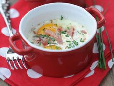 Discover the recipe Eggs casserole with bacon on cuisineactuelle. Bacon And Egg Casserole, Bacon Egg, Cheeseburger Chowder, Brunch, Soup, Dinner, Desserts, Recipe, Eggs
