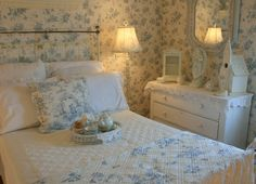 Aiken House & Gardens: Blue and White Guest Room