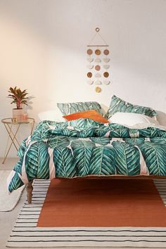 14 Tropical Bedrooms That Make You Feel Like You're Sleeping in the Great Outdoors | Hunker