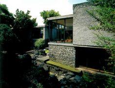 Vista desde el jardin posterior, Casa Cawthorne, calle del Fuego 416, Jardines del Pedregal, México DF 1965  Arq. Kay Cawthorne -  View from the rear garden, Casa Cawthorne, calle del Fuego 416, Pedregal, Mexico City 1965