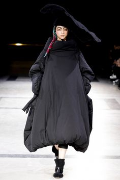 A fairy tale by Yohji Yamamoto… Yohji Yamamoto A/W14-15 collection was about how to create forms and how to allocate the proportions without any crinoline or any other solid core structure inside the garment.