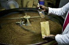 afp.16.04.06. A kávé pörkölése.