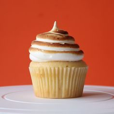 These candied yams cupcakes will teleport you to your favorite winter holiday.