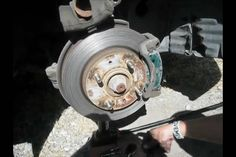 Maintenance: How to Replace Your Car's Brake Pads(2002 Mitsubishi Lancer)