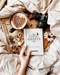 The first book in my top 10 Halloween recommendations video from last week – City of Ghosts by Victoria Schwab A girl who can pass between the… Cozy Aesthetic, Autumn Aesthetic, Brown Aesthetic, Wallpapers Vintage, Fotos Do Instagram, Autumn Cozy, Coffee And Books, Book Nooks, Mood