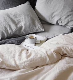 "alt=""linen sheet set with pillowcases"""