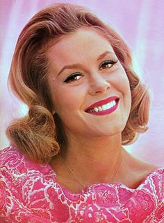 "Elizabeth Montgomery (Born: Elizabeth Victoria Montgomery, April 15, 1933, Los Angeles, CA, USA; Died: May 18, 1995 - Beverly Hills, CA, USA) as Samantha Stephens on ""Bewitched"""