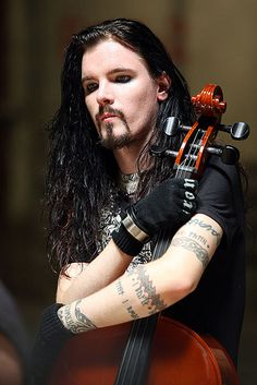 Perttu Kivilaakso [Apocalyptica] what is it about guys with long hair and tats that makes you feel woo Cello Music, My Music, Gorgeous Men, Beautiful People, Beautiful Boys, Pretty People, Make Mine Music, Indie, Grunge