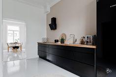 Bo LKV Dark Kitchen Cabinets, Kitchen Dining, Dining Room, Black Kitchens, Modern Kitchens, Sweet Home, New Homes, Interior Design, House Styles