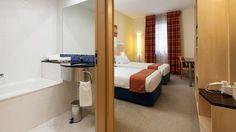 Holiday Inn Express Porto Exponor - Serviços - Hotel Holiday Inn Express Porto Exponor Bed, Furniture, Home Decor, Porto, Decoration Home, Stream Bed, Room Decor, Home Furnishings, Beds