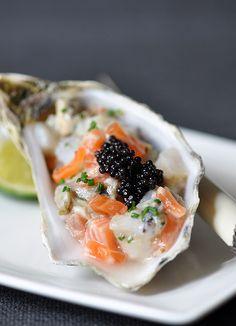 Seafood Tartare w/ Caviar & Ginger Dressing Fish Dishes, Seafood Dishes, Seafood Recipes, Cooking Recipes, Tapas, Salmon Tartare, Oyster Recipes, Gula, Caviar