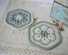 Resultado de imagen para almofadas patchwork Crochet Blocks, Crochet Squares, Crochet Motif, Hexagon Crochet, Baby Blanket Crochet, Crochet Baby, Free Crochet, Crochet African Flowers, Crochet Flowers