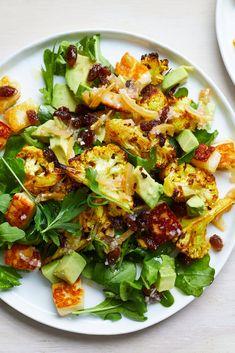 Roasted Cauliflower Salad, Spiced Cauliflower, Roast Cauliflower Recipes, Roasted Vegetable Salad, Cooking Recipes, Healthy Recipes, Salad Recipes Vegan, Halloumi Salad Recipes, Moroccan Dishes
