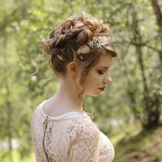 """The tutorial for this Taylor Swift """"Love Story"""" inspired updo is now up on our YouTube channel, link in bio❤️ Hair vine from @lottiedadesigns"""