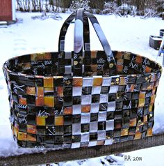Riitan tekemä Candy Wrappers, Burlap, Recycling, Coffee Bags, Basket, Tote Bag, Min, Crafts, Purses