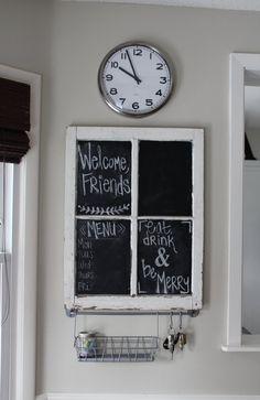 streichen Sie die Fensterscheiben mit schwarzer Tafelfarbe