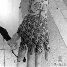 By @prada_tattoo #tattoo #tattoomadrid #madrid #mandala #dotwork #dotworktattoo