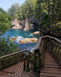 This Is The Coolest Road Trip You'll Ever Go On From Vancouver To Portland Dies ist der coolste Roadtrip, den Sie jemals von Vancouver nach [. Oregon Travel, Oregon Road Trip, Oregon Coast Roadtrip, Road Trip Map, East Coast Road Trip, Vacation Destinations, Dream Vacations, Vacation Spots, Family Vacations