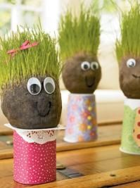Lawn head - Don& buy a lawn head, make it! With an old sticky, soil and seeds, it& very easy. Diy For Kids, Crafts For Kids, Diy And Crafts, Arts And Crafts, Gifts For Photographers, Practical Gifts, Land Art, Kat Von D, Diy Hacks
