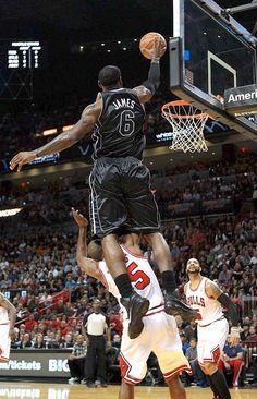 LeBron James - dunk