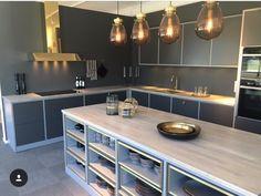Area i Mässing. Ballingslöv - Showroom - Fjäråskupan - Area - Mässing - Brass - Kök - Kitchen - Design - Grå