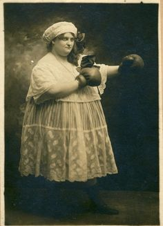 vintage everyday: Humorous Vintage Photos of Women Boxing in Skirts and Blouses Antique Photos, Vintage Photographs, Vintage Images, Boxer, Women Boxing, Photo Vintage, Vintage Circus, Vintage Carnival, Photos Of Women