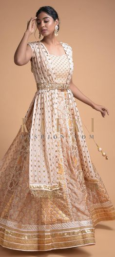 Powder Peach Jacket Lehenga With Weaved Floral And Scallop Pattern On Alternating Kalis Online - Kalki Fashion Jacket Lehenga, Bridal Lehenga, Indian Designer Wear, Traditional Outfits, Indian Outfits, Formal Dresses, Wedding Dresses, Powder, Peach