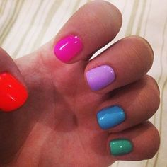 Правда весело? Разные цвета гель-лака на пальчиках смотрятся очень игриво! Спасибо Софии за присланную фотографию! Заходи на www.kupi-redcarpet.ru