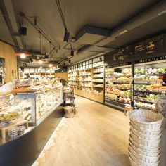 The shop combines the traditions of a neighbourhood store with a high end deli selling only the very best, traditional Sicilian as well as Italian delicacies, and it shows two large windows at street level with an inside space of 160 square meters on one floor.
