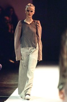Comme des Garçons Spring 1994 Ready-to-Wear Fashion Show - Emma Balfour