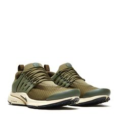 First released in 2000, Men's Nike Air Presto Essential Shoe got its claim to fame because of its apparel-style sizing. Its mesh upper delivers a sock-like fit,