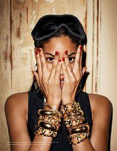 af2d1deab1a Gold bracelets Fashion Models
