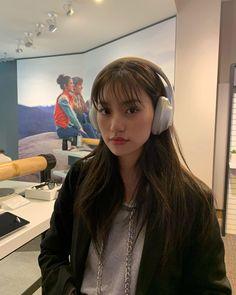 Doyeon❄️ WekiMeki my page for more pic Kpop Girl Groups, Kpop Girls, Kim Doyeon, Ulzzang Korean Girl, Bright Eyes, Face Shapes, K Idols, Girl Crushes, Red Hair