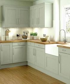 Modern Kitchen Interior Remodeling The Roaster kitchen range in the colour oyster shell. A modern classic of a kitchen with its shaker style doors, giving you effortless charm. Old Kitchen, Green Kitchen, Home Decor Kitchen, Kitchen Interior, Home Kitchens, Kitchen Ideas, Kitchen Designs, Shaker Style Kitchens, Decorating Kitchen